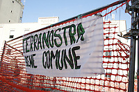 NAPOLI, ITALIA, 07.11.2016 - PROTESTO-ITALIA - Ato pede recuperação de área abandonada em Napoli na Italia nesta segunda-feira, 07. (Foto: Salvatore Esposito/Brazil Photo Press)