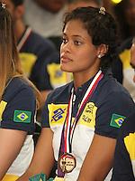 SAO PAULO, 13 DE AGOSTO DE 2012. VISITA DA SELECAO DE VOLEI FEMININA. A jogadora da  seleção brasileira de volei feminino, Adenizia Silva, recebe medalha do mérito esportivo durante visita da seleção brasileira de volei feminina ao governador Geraldo Alckmin no Palacio dos Bandeirantes na tarde desta segunda feira. FOTO ADRIANA SPACA - BRAZIL PHOTO PRESS