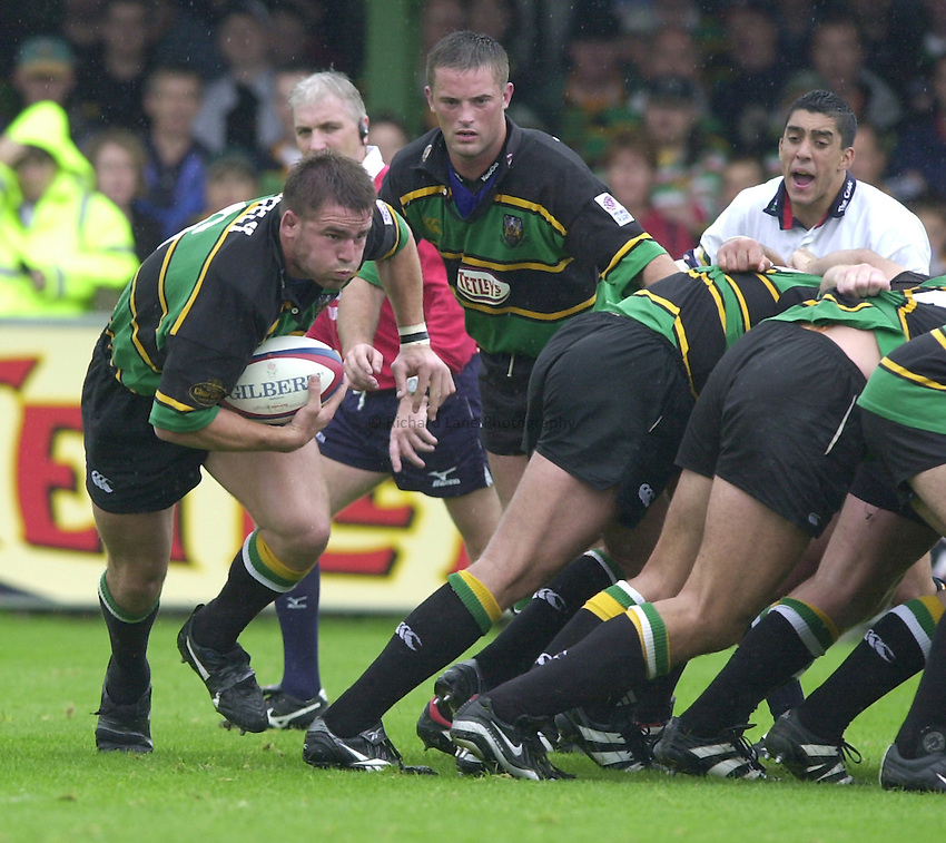 Photo. Richard Lane. .Northampton v London Irish. Zurich Premiership. 26/8/2000..Grant Seely breaks off from the base of the scrum.