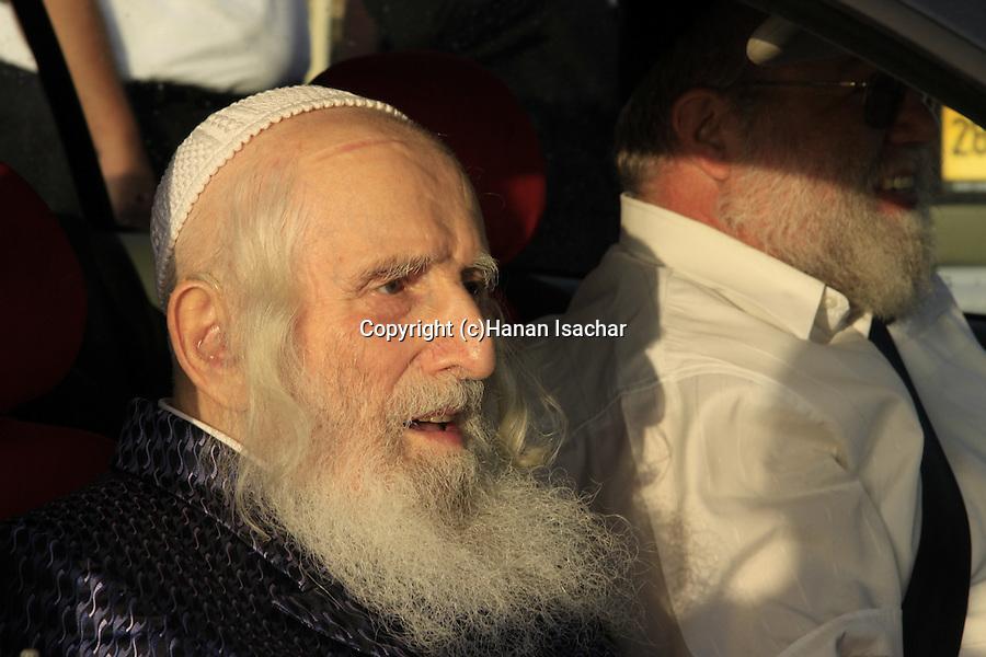 Israel, Tel Aviv, Tashlich prayer of the Premishlan congregation, the Admor