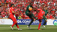 BOGOTA -COLOMBIA, 19-02-2017.Dairin Gonzalez (Center) player of La Equidad fights the ball agaisnt of Stiven Lucumi (R) and Ernesto Faias (R)  players of America de Cali.Action game between  La Equidad and America de Cali during match for the date 4 of the Aguila League I 2017 played at Ne stadium . Photo:VizzorImage / Felipe Caicedo  / Staff