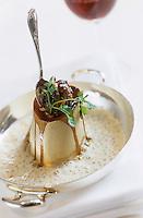 """Europe/France/Rhone-Alpes/69/Rhone/Lyon: Os à moelle farci à la truffe fraiche de Richerenches recette de Jean Paul Lacombe du restaurant """"Léon de Lyon"""""""