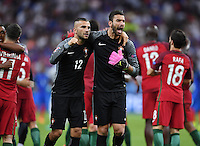 FUSSBALL EURO 2016 FINALE IN PARIS  Portugal - Frankreich     10.07.2016 JUBEL Portugal; Torwart Eduardo (re) und Torwart Anthony Lopes