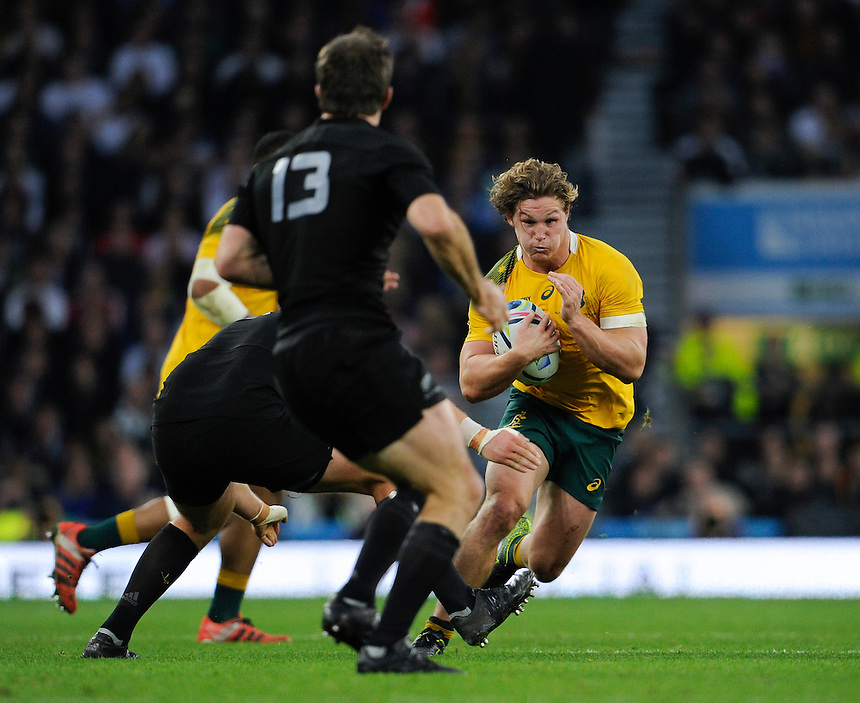 Australia's Michael Hooper in action during todays match<br /> <br /> Photographer Ashley Western/CameraSport<br /> <br /> Rugby Union - 2015 Rugby World Cup Final - New Zealand v Australia - Saturday 31st October 2015 - Twickenham - London<br /> <br /> &copy; CameraSport - 43 Linden Ave. Countesthorpe. Leicester. England. LE8 5PG - Tel: +44 (0) 116 277 4147 - admin@camerasport.com - www.camerasport.com