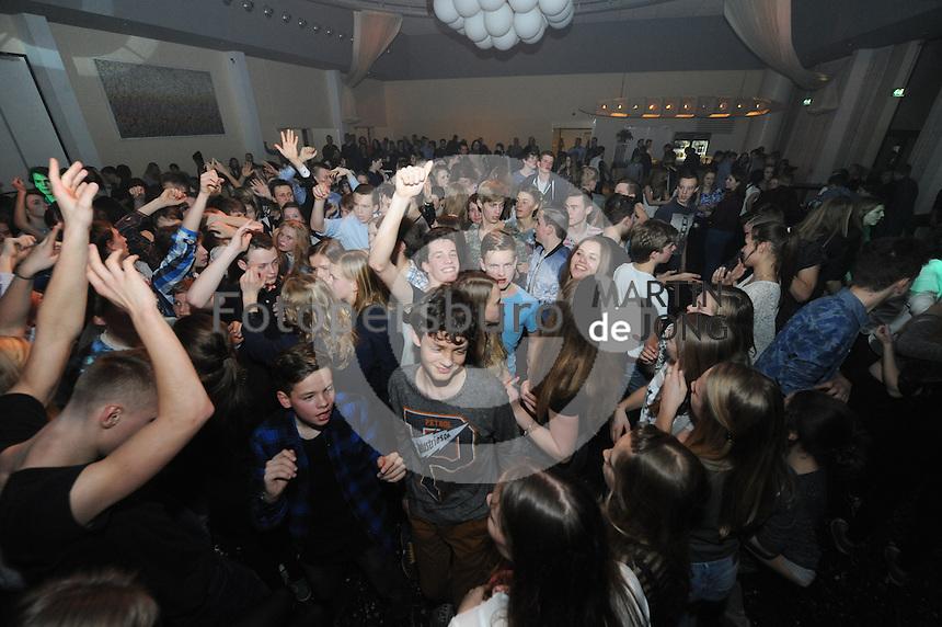 SCHAATSEN: EMMELOORD: Theater 't Voorhuys, 31-01-2015, Viking Race, Internationaal Jeugdtoernooi 11-16 jaar, Feestavond, ©foto Martin de Jong