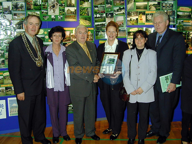 Jane Johnston, Ita Kirwin and Caroline Dawe from John Kirk Park, Clogherhead accepting the award for 3rd place in category C from Minister Dan Wallace T.D., Peter Savage, Chairman Louth County Council and Seamus Kirk, T.D..Picture Paul Mohan Newsfile