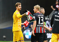Martin Hinteregger (Eintracht Frankfurt) und Torwart Kevin Trapp (Eintracht Frankfurt) - 18.08.2019: Eintracht Frankfurt vs. TSG 1899 Hoffenheim, Commerzbank Arena, 1. Spieltag Saison 2019/20 DISCLAIMER: DFL regulations prohibit any use of photographs as image sequences and/or quasi-video.