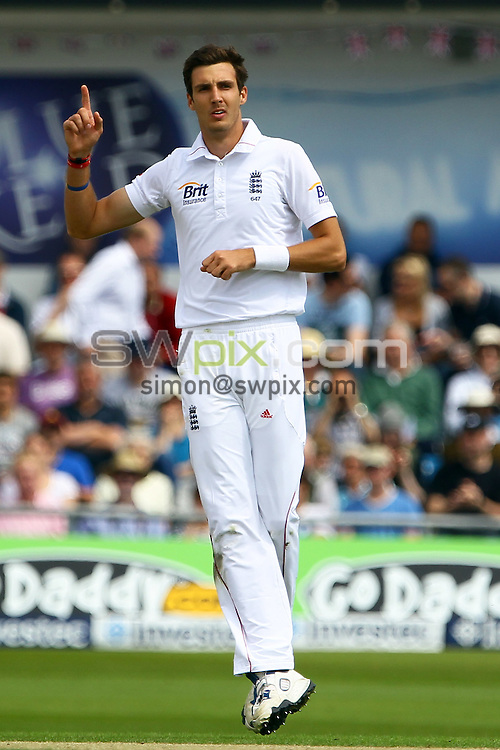 PICTURE BY ALEX WHITEHEAD/SWPIX.COM - Cricket - 2nd Investec Test Match - Day 1 - England vs South Africa - Headingley, Leeds, England - 02/07/12 - England's Steven Finn appeals.