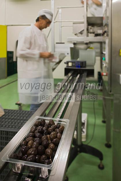Europe/France/Rhône-Alpes/26/Drôme/Nyons: Conditionnement et emballage des Olives Noires de Nyons  AOC à la Coopérative du Nyonsais