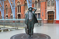 John Betjeman, larger-than-lifesize bronze statue, 2007, Martin Jennings, St Pancras International, railways' terminus celebrated for its Victorian architecture, London, UK. Picture by Manuel Cohen