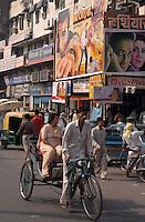 Indien, Delhi, Kino auf der Chandni Chowk, Fahrradrikscha