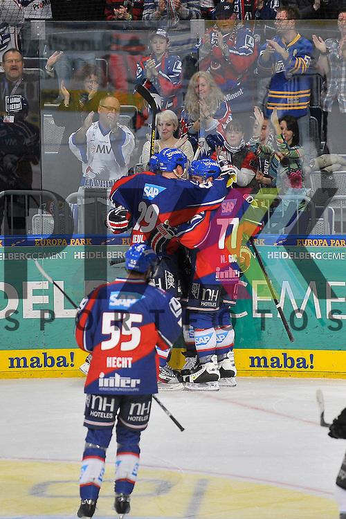 Torjuebel zum 5:0 nach dem Treffer von Mannheims Jason Pominville (Nr.50) im Bild v.l. Mannheims Denis Reul (Nr.29), Mannheims Jochen Hecht (Nr.55), Mannheims Craig MacDonald (Nr.10), Mannheims Nikolai Goc (Nr.77) und verdeckt der Torschuetze Mannheims Jason Pominville (Nr.50)  beim Spiel in der DEL, Adler Mannheim - ERC Ingolstadt.<br /> <br /> Foto &copy; Ice-Hockey-Picture-24 *** Foto ist honorarpflichtig! *** Auf Anfrage in hoeherer Qualitaet/Aufloesung. Belegexemplar erbeten. Veroeffentlichung ausschliesslich fuer journalistisch-publizistische Zwecke. For editorial use only.