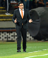 MEDELLÍN - COLOMBIA, 14-02-2019: Daniel Farías, técnico de Deportivo La Guaira, durante partido de la segunda fase, llave 6, entre Atlético Nacional (COL) y Deportivo La Guaira (VEN), por la Copa Conmebol Libertadores Bridgestone 2019, en el Estadio Atanasio Girardot, la ciudad de Medellín. / Daniel Farias, coach of Deportivo La Guaira, during a match for the second stage, key 6, between Atletico Nacional (COL) and Deportivo La Guaira (VEN), for the Conmebol Libertadores Bridgestone Cup 2019, at the Atanasio Girardot, Stadium, in Medellin city. Photos: VizzorImage / León Monsalve / Cont.