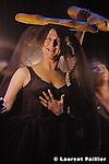 When I take off my skin and touch the sky with my nose, only then can I see little voices amuse themselves... de Robyn Orlin..création au Théâtre de la Ville de Paris le 15 février 2005....Assistant de la chorégraphie : Marc Wagenbach..Lumières : Robyn Orlyn et Michael Maxwell..Son : Alain Mahé et Thierry Guiot..Scénographie : Maciej Fiszer..Costumes : Birgit Neppl..Répétiteur voix : Juan Burgers....Avec : Toni Morkel, Ann Masina, Mandlenkosi Mkhize, Thamsanqa Mqaba, Thamsanqa Khaba, Melissa Madden Gray..Administration diffusion : Damien Valette - www.jgdv.net