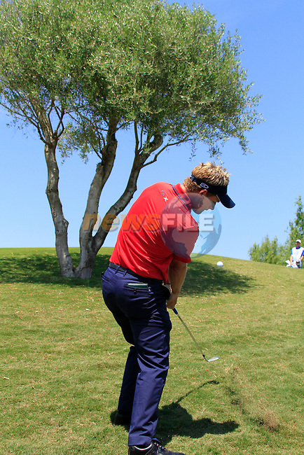 Luke Donald (ENG) chips from the rough at the 3rd green during the afternoon Final session on the Final Day of the Volvo World Match Play Championship in Finca Cortesin, Casares, Spain, 22nd May 2011. (Photo Eoin Clarke/Golffile 2011)