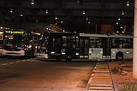 SAO PAULO, SP, 20/05/2014, GREVE ONIBUS SAO PAULO. Motorista e cobradores param no Terminal Sacoma na regiao sul de Sao Paulo na noite desta terca-feira, 20.  Foto: Carlos Pessuto/Brazil Photo Press