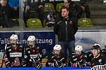 17.03.2019, Eissporthalle am Huehnerberg, Memmingen, DFEL ECDC Memmingen vs ESC Planegg-Wuermtal, <br /> im Bild Head Coach Werner Tenschert (Memmingen) auf der Memminger Spielerbank, Tiana Rheder (Memmingen, #17), Mandy Dibowski (Memmingen, #66), Nadine Schattner (Memmingen, #98), Luisa Bottner (Memmingen, #37)<br /> <br /> Foto © nordphoto / Hafner