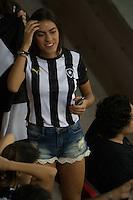 BRASÍLIA, DF, 20.11.2015 - ABC-BOTAFOGO -   Torcedora do Botafogo durante partida contra o ABC, valido pela 37ª rodada do Campeonato Brasileiro série B no estádio Mané Garrincha em Brasília nesta sexta-feira, 20. (Foto: Ed Ferreira/Brazil Photo Press)