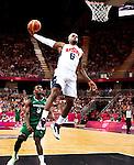 Engeland, London, 2 Augustus 2012.Olympische Spelen London.Basketbal USA-Nigeria 156-73.De basketballers van de Verenigde Staten hebben in hun derde wedstrijd op de Olympische Spelen geschiedenis geschreven..LeBron James in actie met de bal