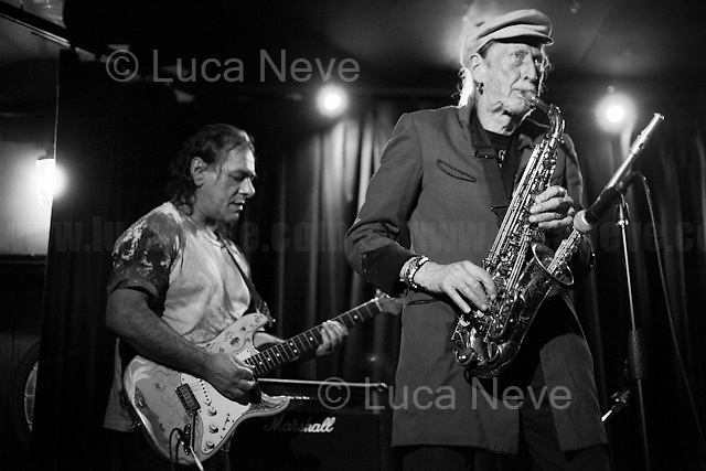 Mantra DubMove: Nik Turner (Saxophones &amp; flute), Paul Bangash (Guitar), Koze Kozma &amp; Chris.<br /> <br /> London, 01/04/2017. Today, Lee Harris and New Antique Records presented and celebrated the new album 'Shine on: The Best of Lee Harris' at the Mau Mau Bar in Portobello Road. Performers of the event, amongst others, were: Lee Harris, Paul Bangash, Nik Turner, The Higher Craft, So Versa and directly from Italy, Laura Elle and Giovanni Dominici.<br /> <br /> For more info about the event please click here: https://www.facebook.com/events/262242637537191/&amp; https://www.facebook.com/groups/271666429930474/ <br /> <br /> For more info about the Band please click here: https://soundcloud.com/mantra-move<br /> <br /> For more info about Lee Harris please click here: https://en.wikipedia.org/wiki/Lee_Harris_(South_African_artist) &amp; http://www.homegrownmagazine.co.uk/ <br /> <br /> For more info about New Antique Records &amp; the Album please click here: http://www.newantiquerecords.com/shineonleeharris/ &amp; https://www.facebook.com/newantiquerecords &amp; https://soundcloud.com/newantiquerecords  &amp; https://www.youtube.com/user/newantique