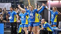 Handball Bundesliga Frauen - Playoff Finale um die deutsche Meisterschaft. Zum Hinspiel empfängt der Handballclub Leipzig (HCL) den Thüringer HC (THC). .IM BILD: Jubel auf der Bank des HCL - vorn: Jessy Kramer (HCL) .Foto: Christian Nitsche