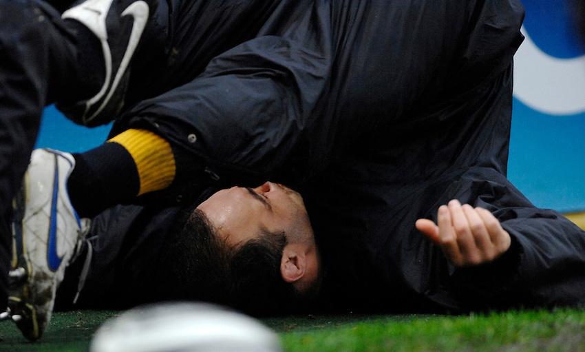Photo: Richard Lane..London Wasps v Bristol Rugby. Guinness Premiership. 04/03/2007. .Wasps' Raphael Ibanez stretches.