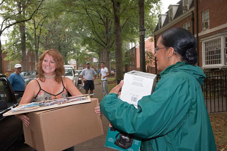 President McDavis & Mrs. McDavis Greeting students & families during Student Move in Day on 8/31/06.Jenna Duplechian, Mrs.McDavis