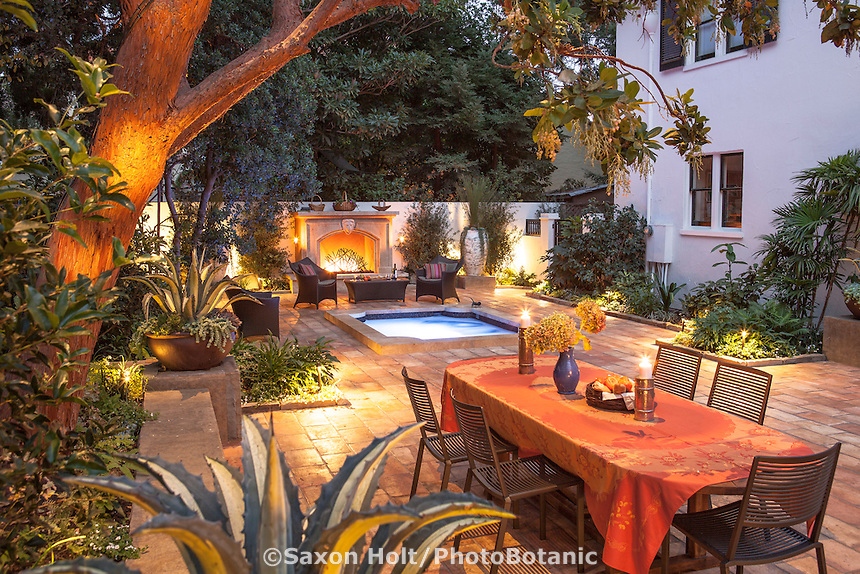 Night lighting in backyard patio courtyard garden room; Stroudwater Design; Palo Alto, California