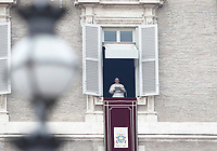 Papa Francesco recita l'Angelus affacciato su piazza San Pietro dalla finestra del suo studio. Citta' del Vaticano, 26 dicembre, 2017.<br /> Pope Francis recites the Angelus noon prayer from the window of his studio overlooking St. Peter's Square, at the Vatican, on December 26, 2017.<br /> UPDATE IMAGES PRESS/Isabella Bonotto<br /> <br /> STRICTLY ONLY FOR EDITORIAL USE