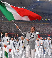 Antonio Rossi sventola la bandiera italiana guidando la degazione che sfila nel Bird Nest<br /> Pechino - Beijing 8/8/2008 Olimpiadi 2008 Olympic Games<br /> The Opening ceremony for the XXIX Olympic games.<br /> Cerimonia d'apertura delle Olimpiadi di Pechino 2008<br /> Foto Andrea Staccioli Insidefoto