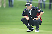 Michael Hoey (NIR) lines up his putt on the 14th green during Friday's Round 2 of the 2014 BMW Masters held at Lake Malaren, Shanghai, China 31st October 2014.<br /> Picture: Eoin Clarke www.golffile.ie