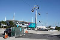 Seilbahn vom VIP Parkplatz zum VIP Eingang am Hard Rock Stadium wird zum Super Bowl LIV fertiggestellt - 22.01.2020: SB LIV im Hard Rock Stadium Miami