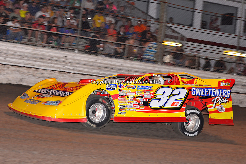 Feb 20, 2014; 6:52:48 PM;  Barberville, FL, USA;  World of Outlaws Late Model Series for 43rd Annual DIRTcar Nationals presented by Summit Racing Equipment at Volusia Speedway Park.  Mandatory Credit: (thesportswire.net)