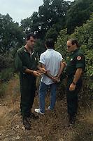 Forestali arrestano un piromane..Forestry arrest a pyromaniac......