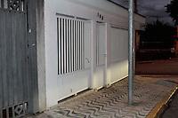 SÃO CAETANO,SP, 11.05.2015 - CRIME-SP Fachada de residência onde um pai de 69 anos e sua filha de 45 foram encontrados mortos e com um saco plástico na cabeça na cidade de São Caetano do Sul nesta segunda-feira, 11. (Foto: Carlos Pessuto / Brazil Photo Press)