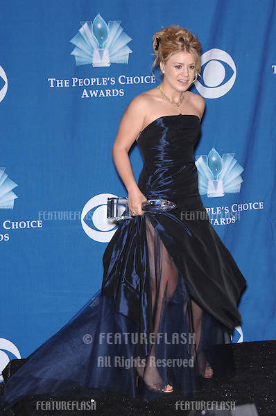 Singer KELLY CLARKSON at the 2006 People's Choice Awards in Los Angeles..January 10, 2006  Los Angeles, CA.© 2006 Paul Smith / Featureflash
