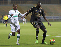 BOGOTA -COLOMBIA. 10-03-2014.  Yerson Candelo (Izq)  del Deportivo Cali  disputa el balon contra Dairyn Gonzalez de Fortaleza F.C.  partido por la decima   fecha de La Liga Postobon 1 disputado en el estadio Metropolitano de Techo . /    Yerson Candelo (L) of Deportivo Cali  fights the ball  against Dairyn Gonzalez  of Fortaleza F.C.  of  tenth round during the match  of The Postobon one league  at the Metropolitano of Techo Stadium . Photo: VizzorImage/ Felipe Caicedo / Staff