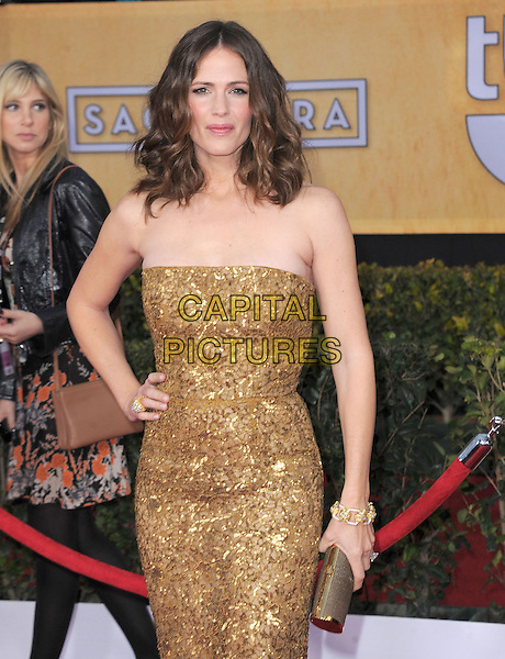 Jennifer Garner.Arrivals at the 19th Annual Screen Actors Guild Awards at the Shrine Auditorium in Los Angeles, California, USA..27th January 2013.SAG SAGs half length dress clutch bag gold beads beaded sequins sequined hand on hip.CAP/DVS.©DVS/Capital Pictures.