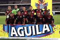 CUCUTA - COLOMBIA -12 -04-2015: Los jugadores de Cucuta Deportivo posan para una foto durante partido entre Cucuta Deportivo y Envigado FC, por la fecha 15 de la Liga Aguila I-2015, jugado en el estadio General Santander de la ciudad de Cucuta.    / The players of Cucuta Deportivo pose for a photo during a match between Cucuta Deportivo and Envigado FC, for the date 15 of the Liga Aguila I-2015 at General Santander Stadium in Cucuta city, Photo: VizzorImage / Manuel Hernandez / Cont.