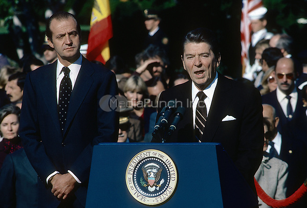 Washington DC., USA, October 13,  1981<br /> President Ronald Reagan and King Juan Carlos of Spain  deliver remarks during the offical state arrival ceremony on the South Lawn of the White House Credit: Mark Reinstein/MediaPunch