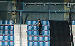 Stockholm 2015-01-04 Ishockey Hockeyallsvenskan AIK - Vita H&auml;sten :  <br /> Personal st&auml;dar p&aring; l&auml;ktaren p&aring; Hovet efter matchen mellan AIK och Vita H&auml;sten <br /> (Foto: Kenta J&ouml;nsson) Nyckelord:  AIK Gnaget Hockeyallsvenskan Allsvenskan Hovet Johanneshov Isstadion Vita H&auml;sten inomhus interi&ouml;r interior st&auml;da st&auml;dare st&auml;dning tom tomt tomma stolar stol s&auml;te s&auml;ten