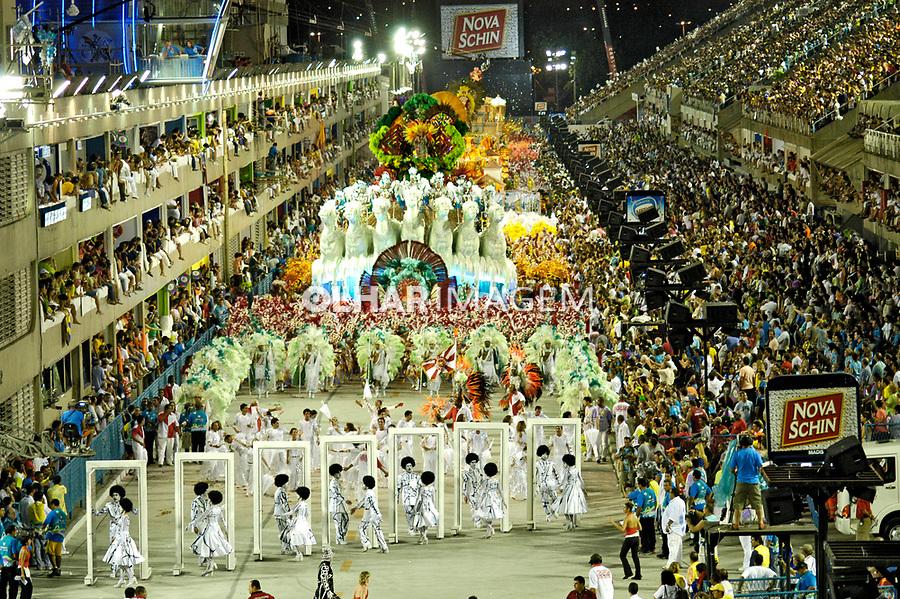 Desfile das escolas de samba no carnaval. Rio de Janeiro. 2006. Foto de Ricardo Azoury.