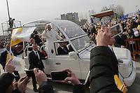 Papa Francesco a Scampia e le Vele sullo sfondo Popular neighborood of Scampia<br /> Napoli 21-03-2015 <br /> Visita Pastorale di Sua Santita' Papa Francesco all'Arcidiocesi di Napoli.<br /> Pastoral visit of his Holiness Pope Francis to the Archdiocese of Naples.<br /> Foto Cesare Purini / Insidefoto