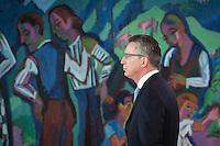 Berlin, Bundesverteidigungsminister Thomas de Maiziere (CDU) zu Beginn der Kabinettssitzung, Kanzleramt, Deutschland - April 17. (Photo by Maja Hitij/commonlens)
