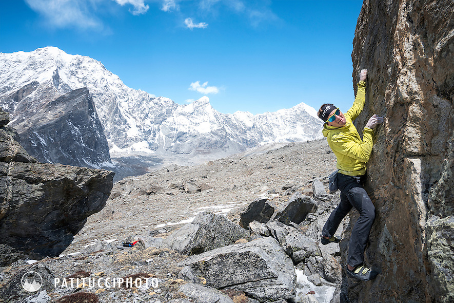 Ueli Steck bouldering near basecamp during the climbing expedition to the 8000 meter peak Shishapangma, Tibet