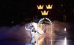 Stockholm 2014-05-03 Ishockey Oddset Hockey Games  Sverige - Finland :  <br /> Sveriges m&aring;lvakt Joacim Eriksson p&aring; v&auml;g in p&aring; isen under ett intro innan matchen <br /> (Foto: Kenta J&ouml;nsson) Nyckelord:  Oddset Hockey Games Sverige Swe Tre Kronor Finland Fin Globen Ericsson Globe Arena intro
