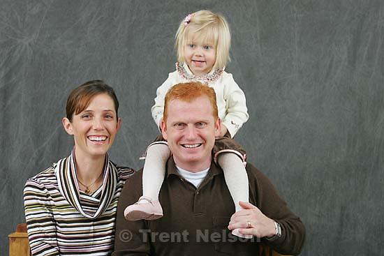 Laurel Bartmess Isabella Paul family portraits 11.13.2004<br />