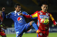 BOGOTA -COLOMBIA, 16 -AGOSTO-2014.Luis Mosquera  ( I) de  Millonarios disputa el balón con Jairo Patiño ( D ) del Deportivo Pasto durante partido de la  quinta  fecha  de La Liga Postobón 2014-2. Estadio Nemesio Camacho El Campin  . / .Luis Mosquera  (L ) of Millonarios   fights for the ball with Jairo Patiño of Deportivo Pasto during match of the 5th date of Postobon  League 2014-2. Nemesio Camacho El Campin  Stadium. Photo: VizzorImage / Felipe Caicedo / Staff