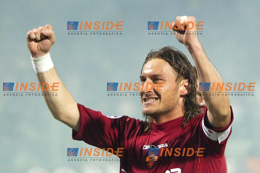 MODENA 18/4/2004 Campionato Italiano Serie A <br /> 30a Giornata - Matchday 30 <br /> MODENA ROMA 0-1 <br /> Francesco Totti festeggia il gol della vittoria della Roma<br /> Francesco Totti celebrates goal of Roma <br />  Foto Andrea Staccioli Insidefoto