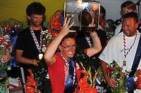 SKUTSJESILEN: LEMMER: feesttent, 18-08-2012, IFKS skûtsjesilen, winnaar IFKS 2012, Froukje Osinga-Meijer, Jonge Jasper (C-Klasse), ©foto Martin de Jong